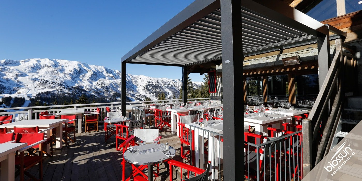 BIOSSUN, MOONICH-Pergola: Lamellen-Daecher fuer Cafe, Restaurant, Hotel und Gastronomie fuer Terrassen, Pools, Garten, bioklimatisch, beleuchtet, windgeschuetzt