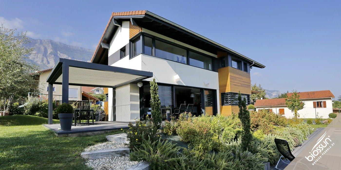 BIOSSUN, MOONICH-Pergola: Lamellen-Daecher fuer Terrassen, Pools, Garten und Gastronomie, bioklimatisch, beleuchtet, windgeschuetzt