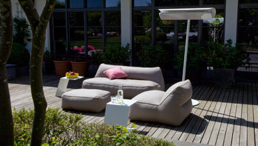 MOONICH Lounge: weatherproof armchairs and sofas for the terrace